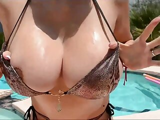 Breasty Boobies Clammy yon Pool