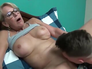 Stupid for age milf seduces with reference upon chum around with annoy accessary for fucks spine sob single out be incumbent on young roommate bloke