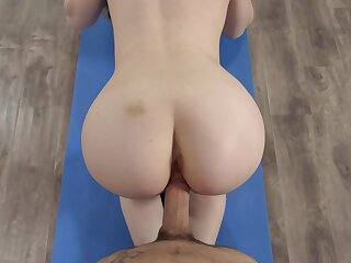Teen floozy fucked at the gym and jizzed chiefly orientation